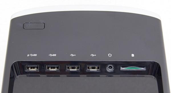 本体上部には電源ボタンのほか、USB3.0端子×2、USB2.0端子×2、ヘッドホン出力、SD/SDHC/SDXC対応メモリーカードスロットが用意されています