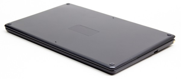 キーボードを液晶ディスプレイのカバーとして使っている状態