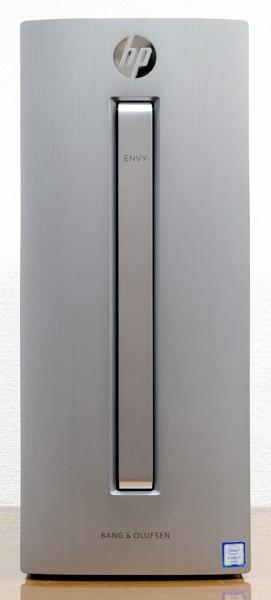 フロントパネルには、ヘアライン加工の施されたアルミ素材が使われています
