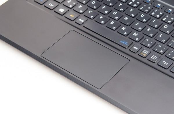 左右のボタンが一体化したNXパッド(タッチパッド)