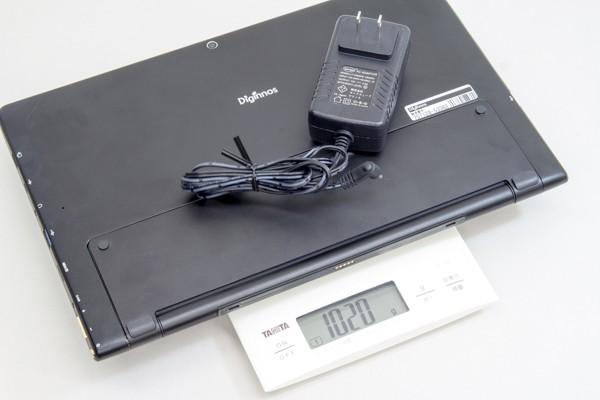 電源アダプターを加えると、実測で1.02kgでした