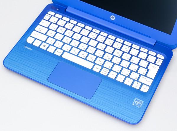 ブルーのグラデーション+木目調という個性的なデザインです