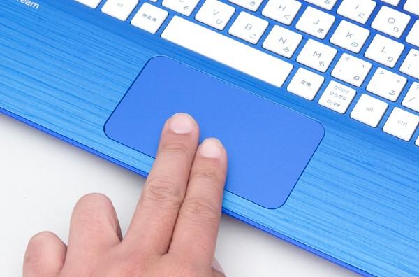 タッチパッドのサイズは実測で幅95×奥行き55mm。手のひらに反応しないパームレジェクション機能に対応しています