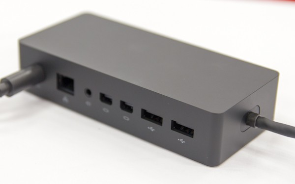 USB3.0×4、Mini DisplaPort×2、有線LAN端子などを使えるようになります