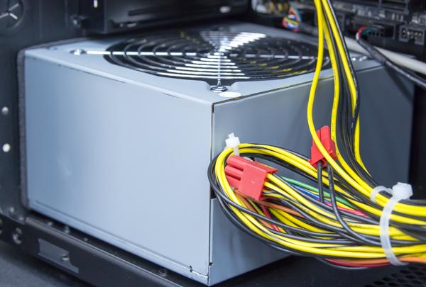 電源ユニットは80PLUS BRONZEの500Wタイプ