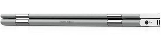 高さは15.9mmと、15.6型ノートパソコンとしてはかなりスリム
