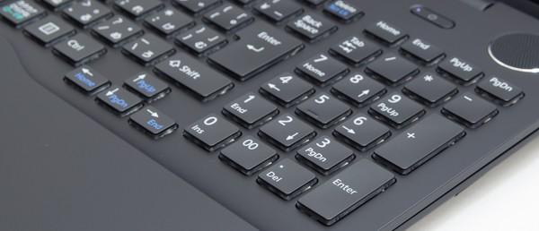 キーストロークはノートパソコンとしては深めの2.5mm。一般的にキーストロークが深いほどタイプ感がよく、使いやすいと言われています