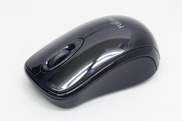 ワイヤレスマウスも付属しています