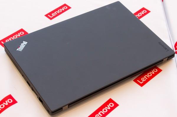 ThinkPad X260のトップカバー部分