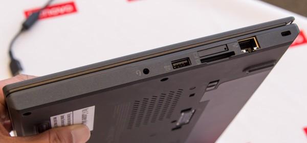 左側面にはヘッドホン出力、USB3.0、メモリーカードスロット、有線LAN端子。メモリーカードスロット上部にSIMカードスロットがありますが、国内版では非対応(のはず)です
