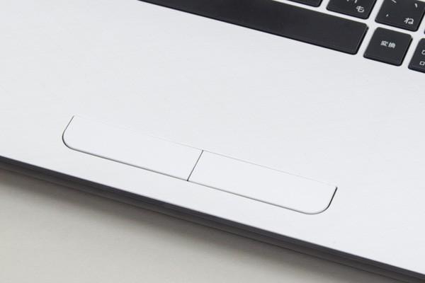 タッチパッドはボタン独立タイプ。誤クリックを防ぐ効果があります