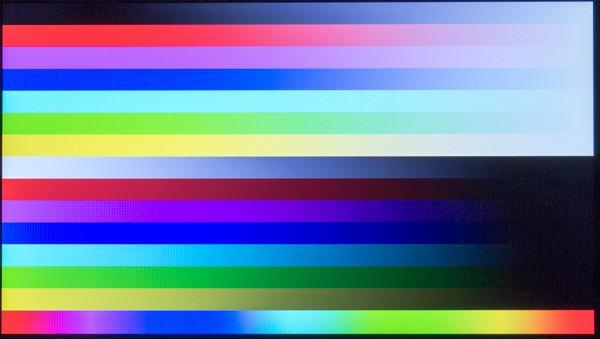 若干青みがかっているように感じますが、格安PCでは標準的な映像です