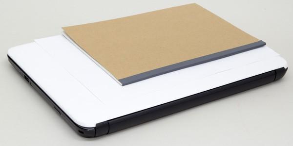 書類で使われることが多いA4用紙と、標準的なB5ノートとの大きさの違い
