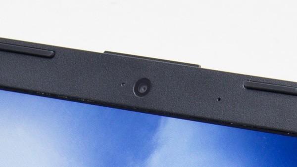 液晶ディスプレイ上部のWebカメラはビデオチャットに利用できます(ビデオチャット用ソフトが必要)