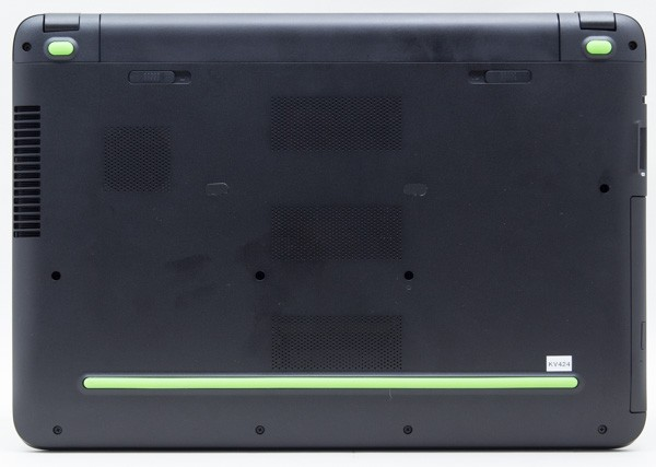 HP Pavilion Gaming 15のボトムケース。通気口が大型化され、場所も微妙に変わっています