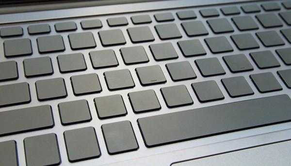 無刻印キーボードは、キートップが激しくスッキリしまくりです