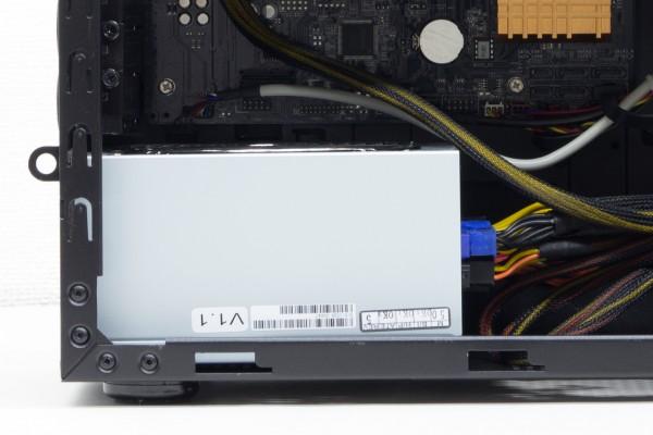 標準の電源ユニットは800Wで80PLUS GOLDの「Enhance EPS-1780GA1」