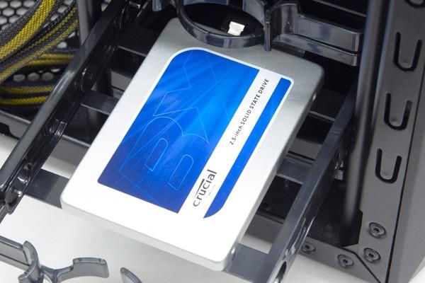 SSDにはCrucialのBX100 250GBモデルが使われていました