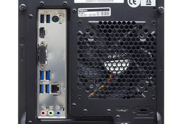 I/OパネルにはPS/2端子(マウス、キーボード接続用)、USB3.0 Type-C、USB3.0×2、USB2.0×2、1000BASE-T対応有線LAN端子、サウンド入出力端子が用意されています。この部分の映像出力端子(アナログRGB、HDMI、DVI)は使いません