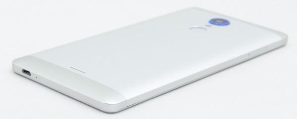 質感はiPhoneよりもMacBookに近い印象です