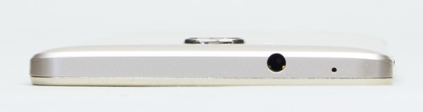 側面から背面にかけてカーブするラウンドフォルムデザインを採用