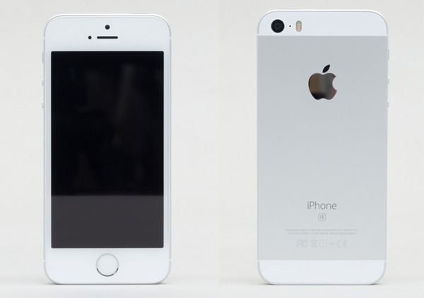 iPhone SEの前面と背面