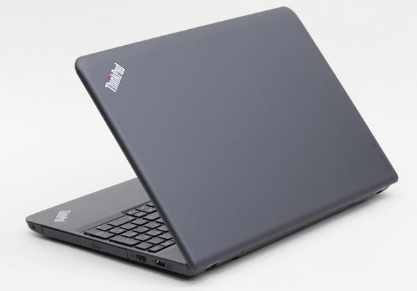ThinkPadではおなじみブラックの本体カラー