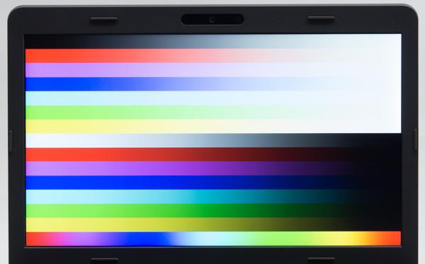 フルHDの液晶ディスプレイでは、コントラストが高く自然な色合いのIPSパネルが使われています