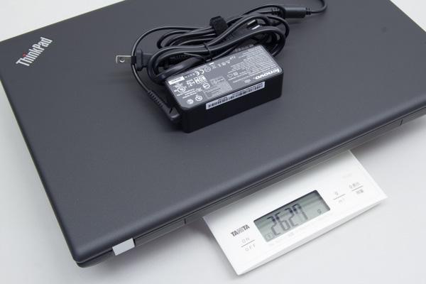 アダプター込みだと、重さは約2.63kg