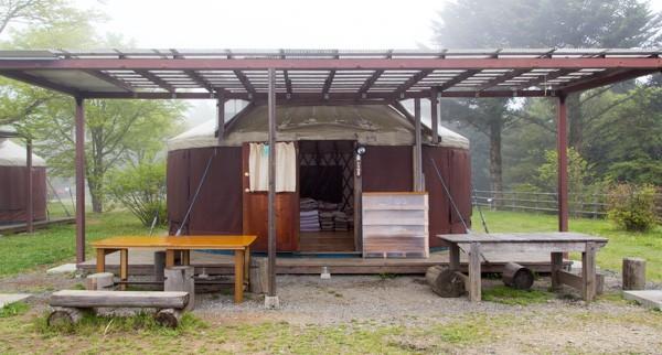 今回は設備として用意されているモンゴル式テントを利用しました。電気、エアコン、寝具完備で、ほぼコテージ
