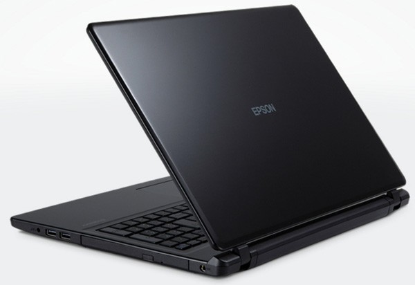 本体カラーはブラックで、いわゆる「ザ・パソコン」的なデザインです