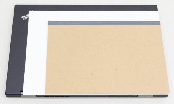 B5サイズの標準的なノートと、書類でよく使われるA4サイズとの比較