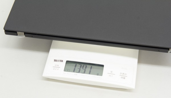 先日筆者が購入したThinkPad X260は、12.5型なのに14型のThinkPad X1 Yogaよりも重い
