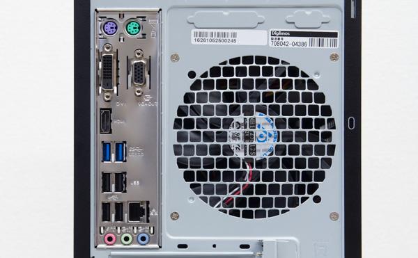 背面のI/OパネルにはPS/2端子(マウス、キーボード接続用)、USB3.0 Type-C、USB3.0×2、USB2.0×2、1000BASE-T対応有線LAN端子、サウンド入出力端子が用意されています。この部分の映像出力端子(アナログRGB、HDMI、DVI)は使いません