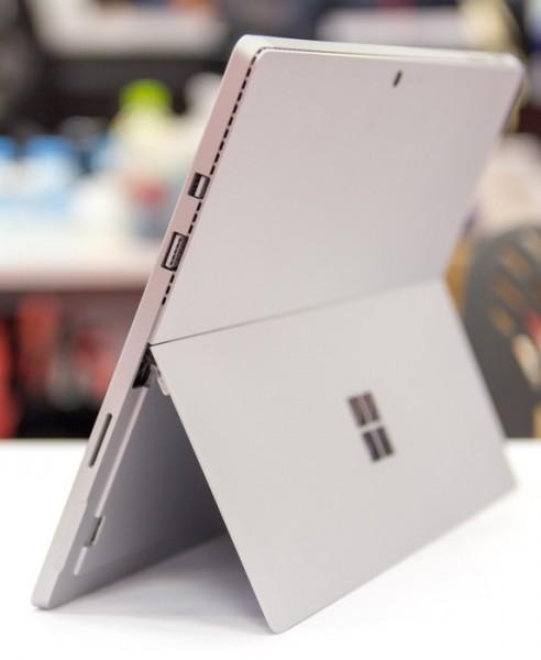 Surface Pro 4はインターフェースがUSB3.0とminiDisplayPortですけど……