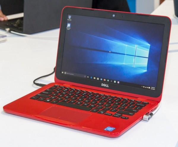 Inspiron 11 3000シリーズのレッドモデル。多少暗めの赤ですが、見た目はハデです