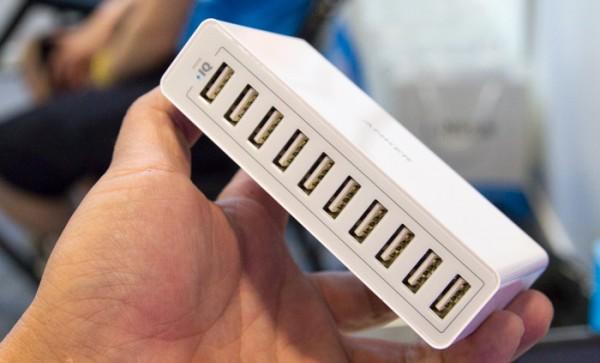 アマゾンで人気の10ポート急速充電器「Anker PowerPort 10」