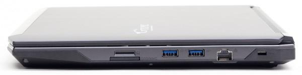 右側面にはSD/SDHC/SDXC対応メモリーカードスロット、USB3.0×2、1000BASE-T対応有線LAN端子を配置。メモリーカードスロットの上にあるSIMカードスロットは利用できません