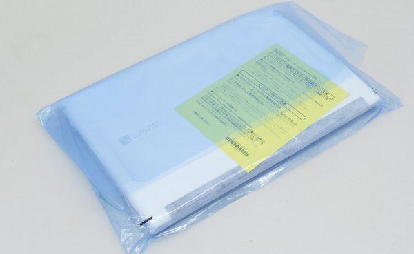 本体はビニール袋のなかで、不織紙に包まれています