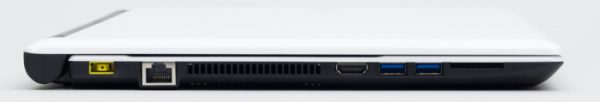 左側面には電源コネクターと有線LAN端子、HDMI端子、USB3.0端子×2、SDメモリーカードスロットが用意されています