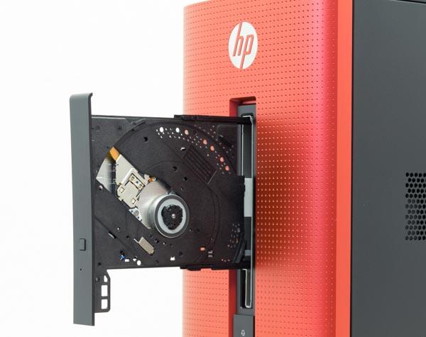 フロント上部には光学ドライブ。標準はDVDスーパーマルチドライブで、ブルーレイディスクドライブへの変更も可能です
