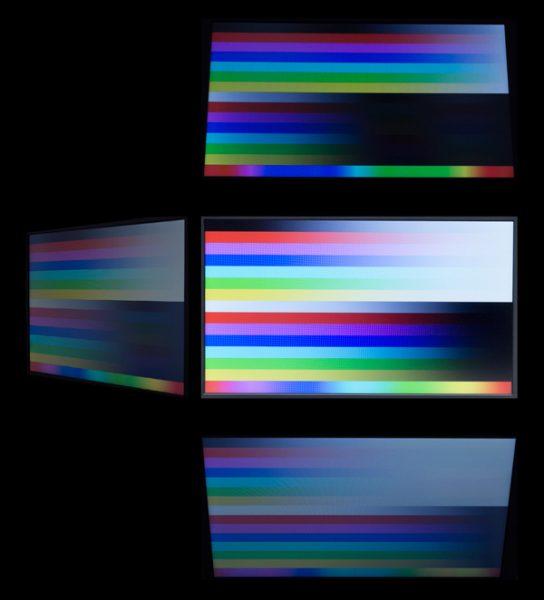 視野角はそれほど広くなく、映像を斜めから見ると色がやや落ち込みます。色合いから見て、TNパネルが使われているのでしょう