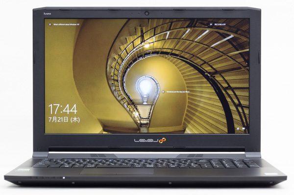 液晶ディスプレイのサイズは15.6型で、解像度は1920×1080ドット