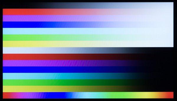 色合いは若干青みが強く出ていました。気になるようなら、コントロールパネルの「色の調整」から色合いを変更するといいでしょう