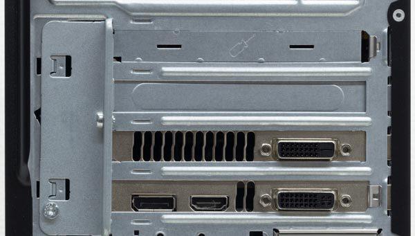 グラフィックス機能にELSA GeForce GTX 970 S.A.C 4GBを搭載した試用機では、映像出力用にHDMI、DisplaPort、DVI-I×2が用意されていました