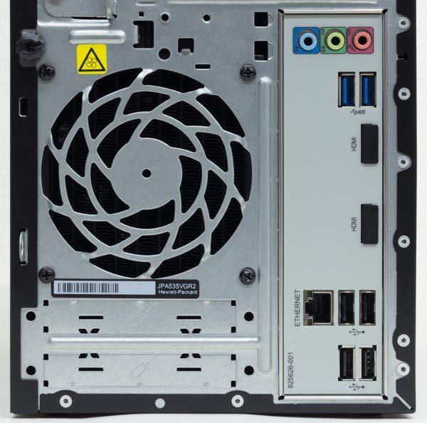 I/Oパネル部分にはオーディオ端子類、USB3.0×2、有線LAN、USB2.0×4