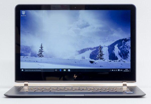 液晶ディスプレイのサイズは13.3型で、解像度は1920×1080ドット