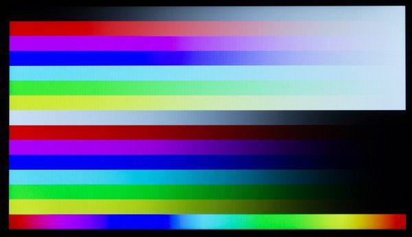 IPSパネルにしては、若干青みが強い印象です。輝度の低さが影響しているのかもしれません