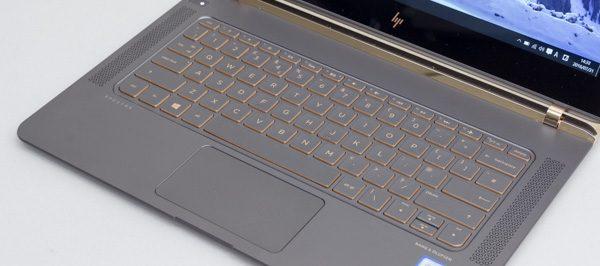 ちなみにこちらは英字配列のキーボード。残念ながら国内では販売されていません