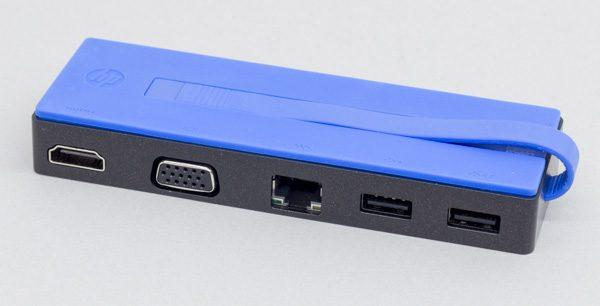 オプションとして用意されている「USB Type-C 変換トラベルドック」。USB3.0×2、HDMI、アナログRGB(VGA)、有線LAN端子を同時に利用